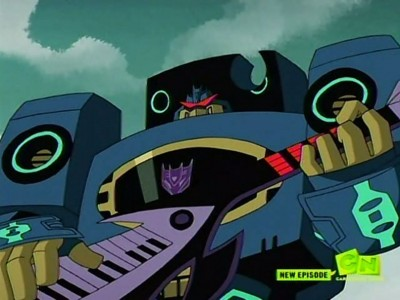 Soundwave plays his keytar