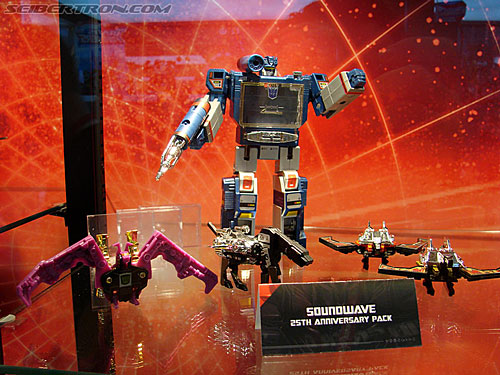 Comic Con Soundwave in Universe Packaging