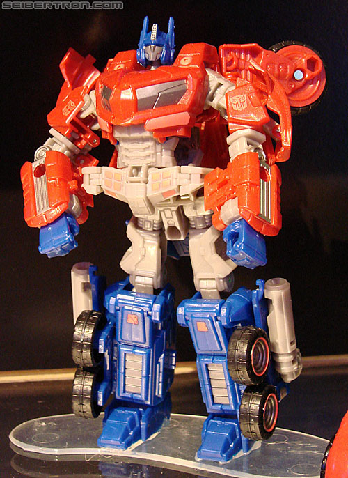 Transformers news toy fair 2010 transformers war for cybertron