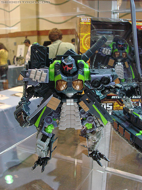 BotCon 2010 - Hunt For The Decepticons toys (pt 2)