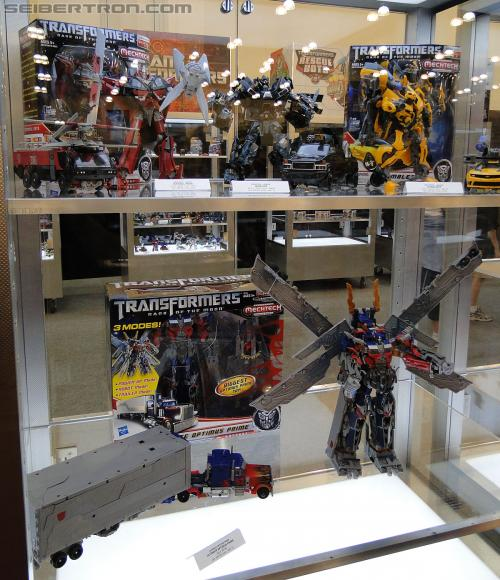 Botcon 2011 - Dark of the Moon MechTech Display Area