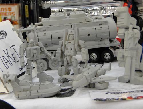 [MakeToys] Produit Tiers - Minibots, G2 Optimus, MM-01 Trashtalk & Cogwheel (aka Swerve/Embardo & Gears/Rollo), MM-02 Rear End (aka Tailgate/Hayon), MT-03 Hyper Novae (aka Nova Prime) d'IDW R_3rd-party-051