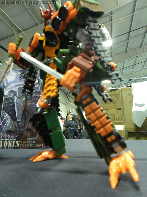 Victoria's Ultimate Hobby and Toy Fair 2011 - Headrobots