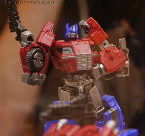 "Transformers Generation ""Fall of Cybertron"" product display #2"