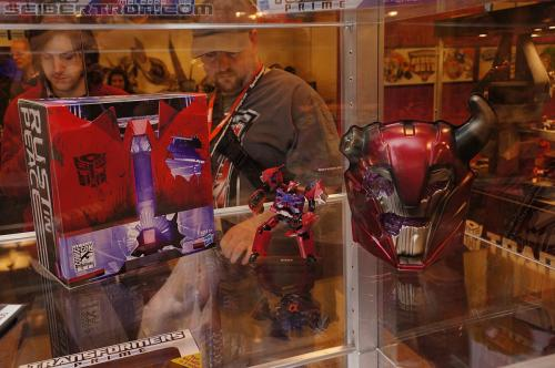 "BotCon 2012 - SDCC Cliffjumper ""Rust In Peace"" exclusive"