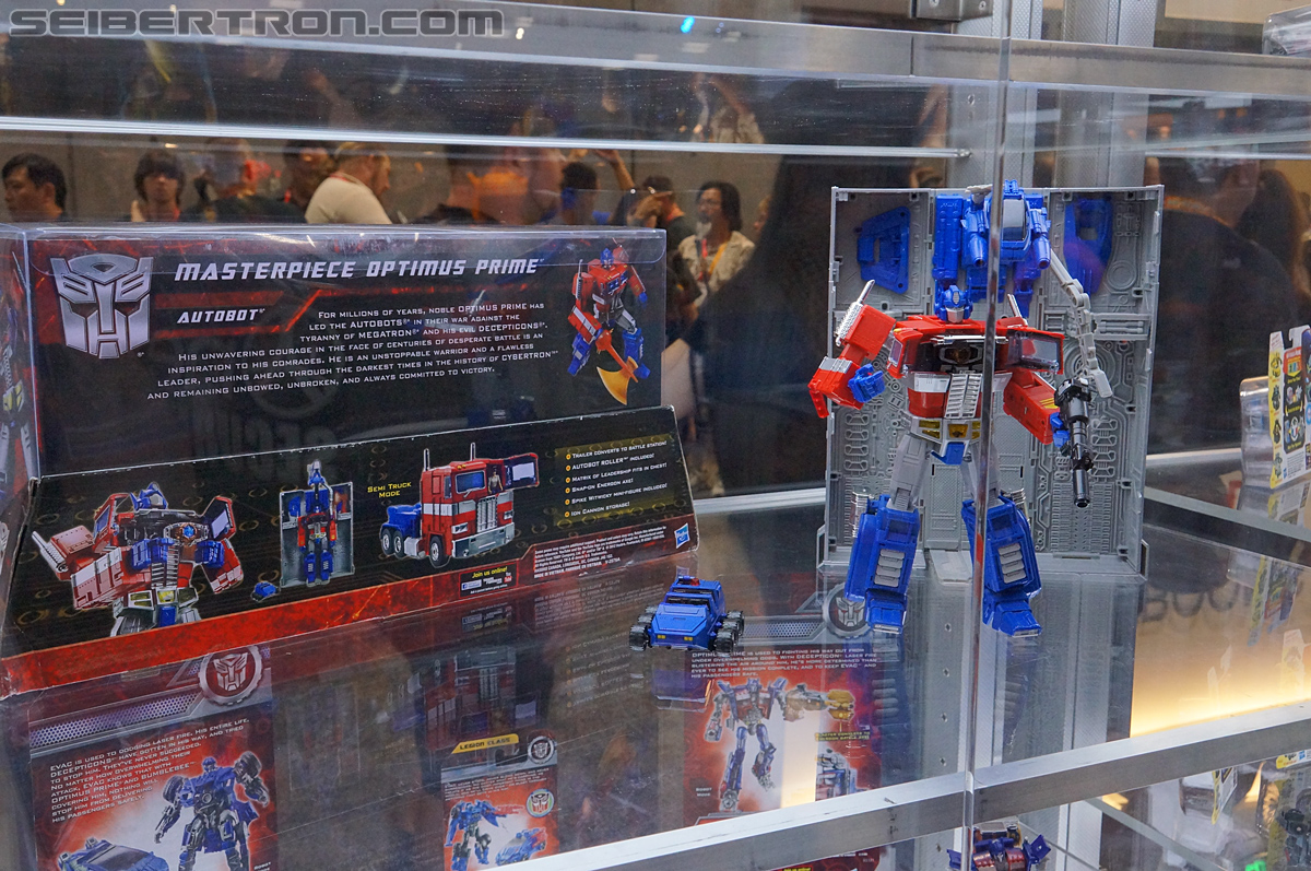 "Hasbro Toys""R""Us Exclusive Masterpiece Optimus Prime Released"