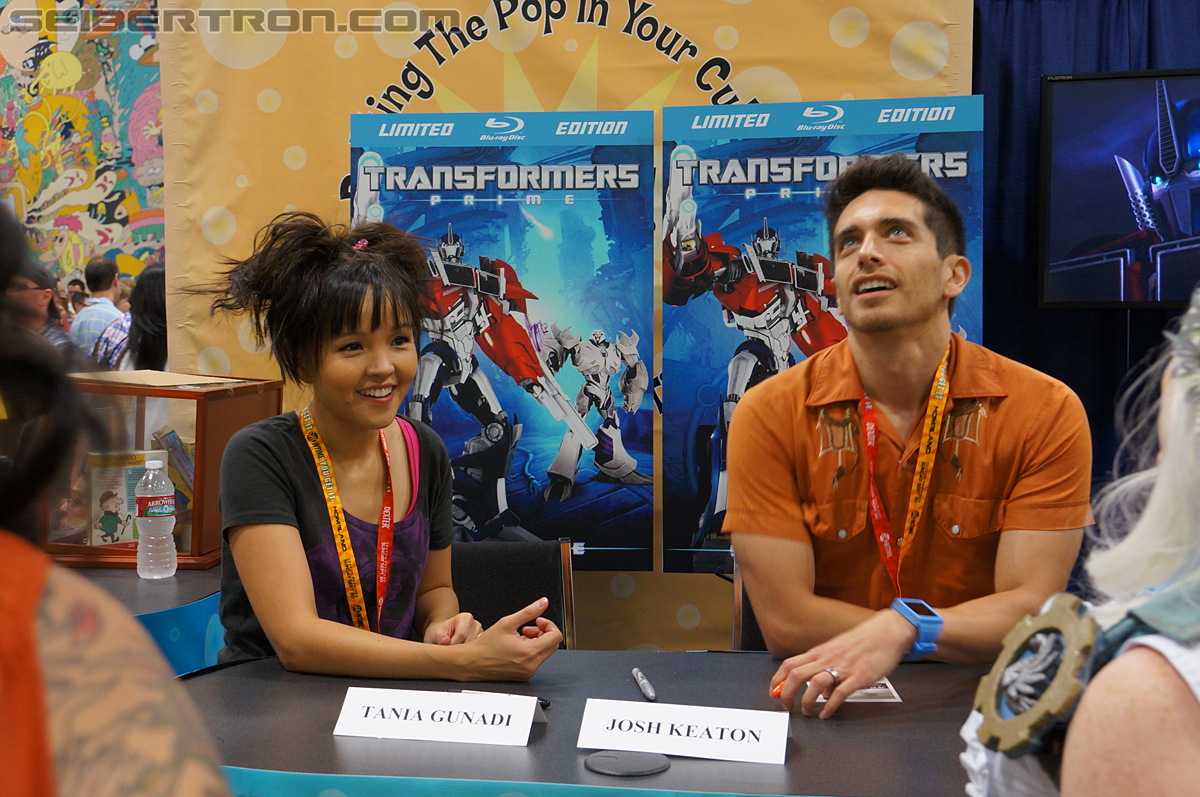 SDCC 2012 - Seibertron.com visits with Transformers Prime's Jack and Miko