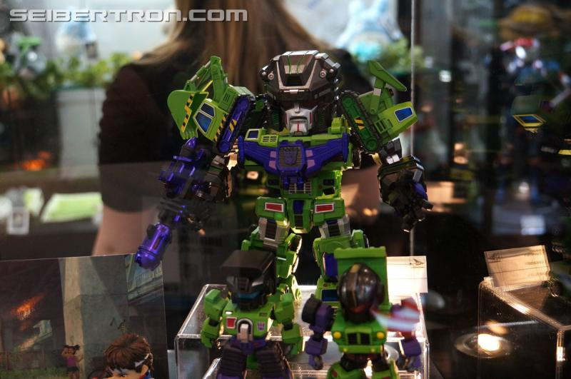Transformers News: Toy Fair 2016 - Kids Logic Devastator & Constructicons and Comicave Studios AOE Optimus Prime & Bumb
