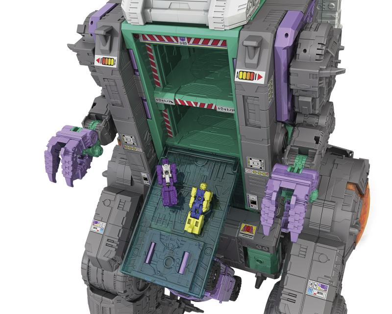 r_Titans-Return-TRYPTICON-Eating-2.jpg