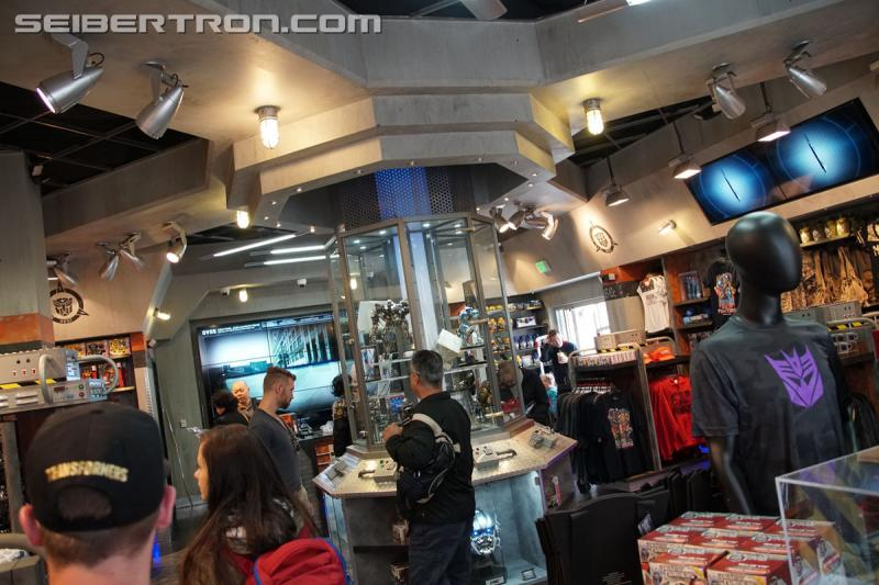 Transformers News: Galleries and video from Transformers: The Last Knight Super Fan Event