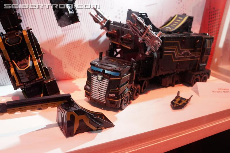 Transformers News: SDCC 2017: Exclusives Photo Gallery - Voyager Optimus,  Primitive Skate Prime and More! #HasbroSDCC