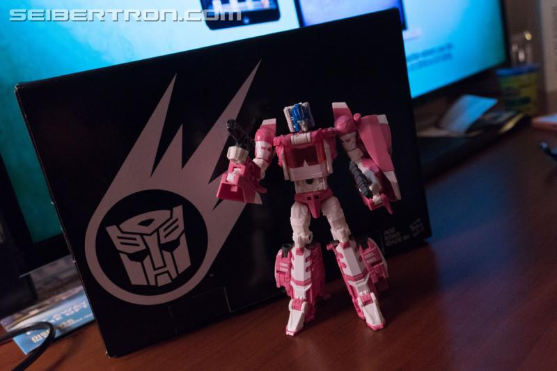 Transformers News: #HASCON 2017 Early Access Exclusive Transformers Titans Return Arcee with Daniel and Ultra Magnus
