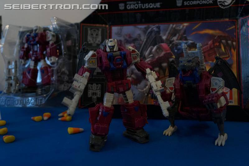 Transformers News: NYCC 2017: Gallery for #Transformers Titans Return Grotusque and Scorponok #hasbronycc