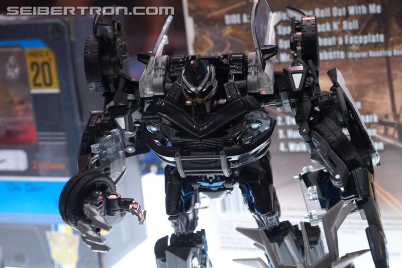 SDCC 2018 - Transformers Movie Masterpiece Ironhide and Barricade