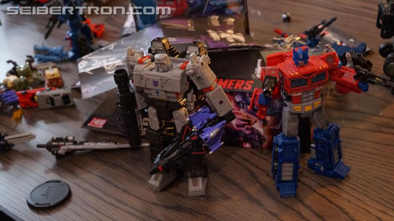 Transformers News: Unboxing Event gallery and video for Transformers War for Cybertron: SIEGE