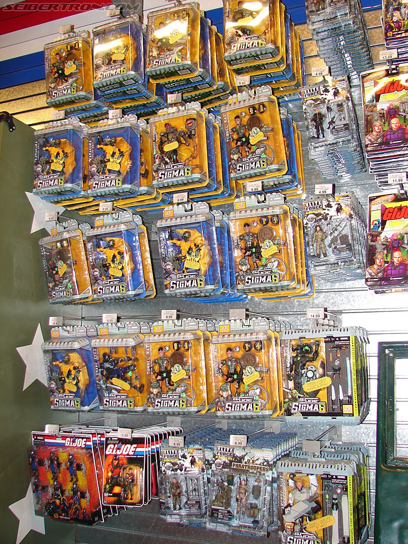 Toys r us times square photo gallery transformers for Cuisinette toys r us