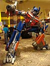 BotCon 2007: Movie Optimus Prime Statue - Transformers Event: DSC06645